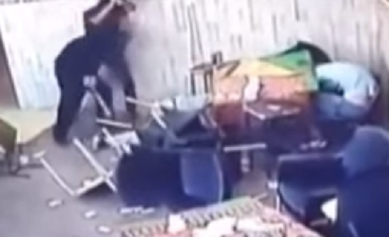 بالفيديو : ما حقيقة وقوع هذه المشاجرة داخل ناد ليلي بعمان