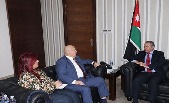 وزير الشباب يلتقي أعضاء نادي حمادة الرياضي