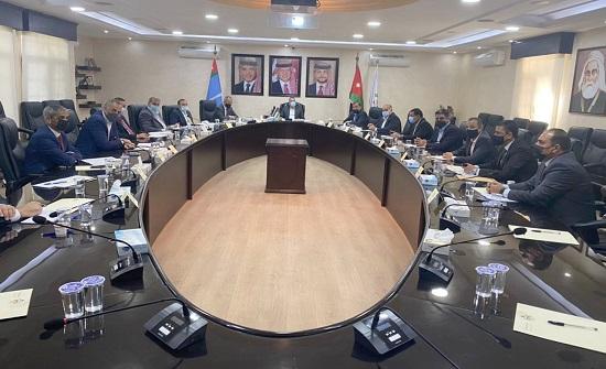 وزير الداخلية يؤكد ضرورة الاستمرار في متابعة تطبيق أوامر الدفاع