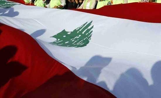 من شمال لبنان لجنوبه.. محتجون يقطعون طرقا رئيسية