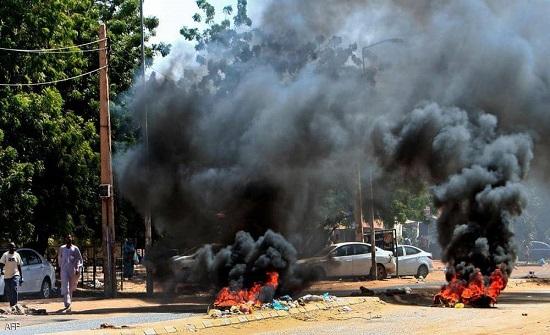 السودان.. إغلاق جسور الخرطوم والأمن يفرق الاحتجاجات