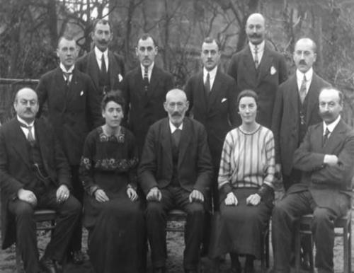 """عائلة روتشيلد تلعب دورا في سيطرة """" اليهود """" على العالم"""