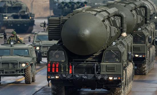 بالفيديو : روسيا تطلق صاروخا عابرا للقارات وتعلن نجاح تجربته