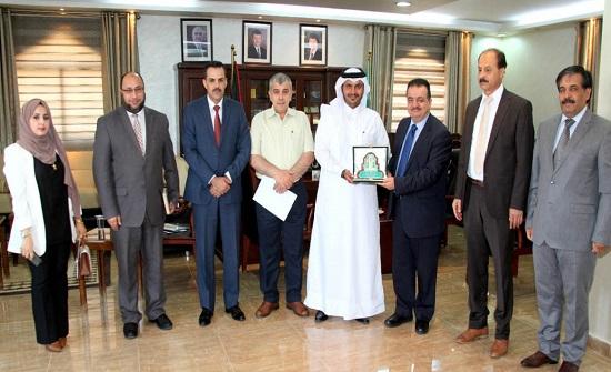 بحث التعاون بين جامعة آل البيت والملحقية الثقافية القطرية