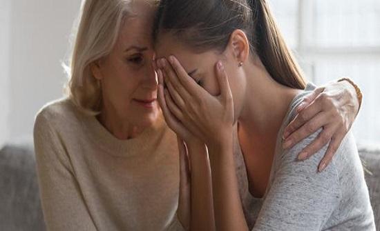كيف نتعامل مع الشخص الحزين لنخرجه من حزنه؟