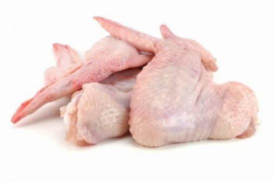 الصين تعلن اكتشاف فيروس كورونا بشحنة أجنحة دجاج برازيلية