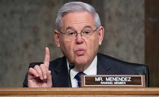 سيناتور ديمقراطي بارز يحذر من العودة للاتفاق النووي بدون ضمانات