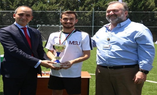 فريق جامعة الشرق الأوسط يفوز بمباراة الخماسي لكرة القدم