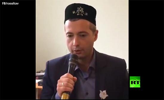 بالفيديو : بطل روسيا الذي هبط بسلام بطائرة ركاب في حقل ذرة يتلو القرآن