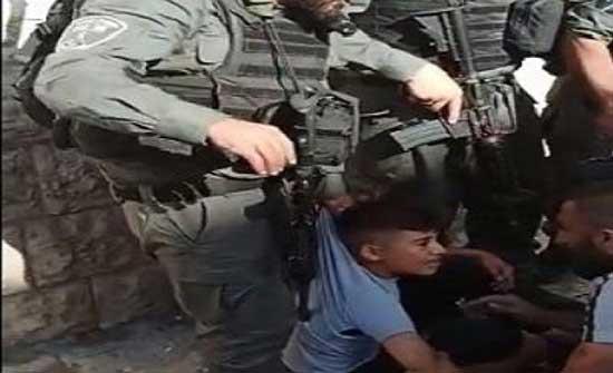 شرطة الاحتلال تدهس طفلا مقدسيًّا رفع العلم الفلسطينيّ على درّاجته .. بالفيديو