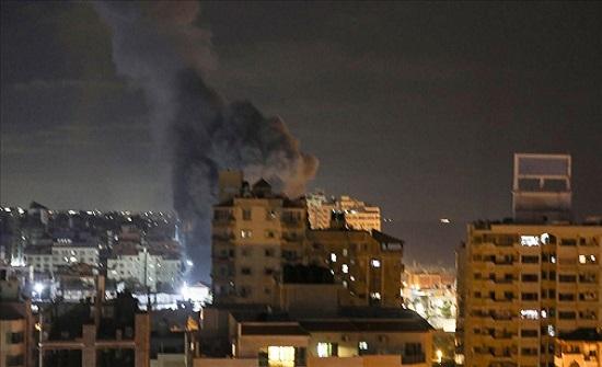 إسرائيل تدمر منطقة سكنية على رؤوس ساكنيها