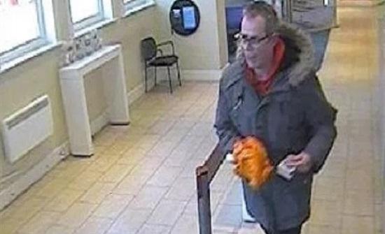 """سجن رجل نفذ سطوا مسلحا على بنك باركليز باستخدام """"موز"""""""