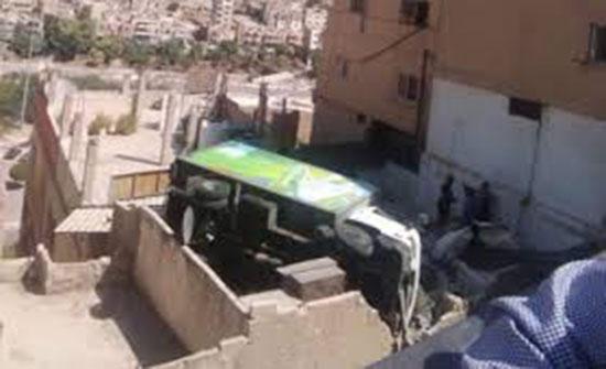 تدهور شاحنة خلال تفريغ حمولة البان في جبل التاج
