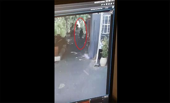 بالفيديو : اتهام فلسطيني عائد من الاردن بمحاولة خنق اسرائيلي على الجسر