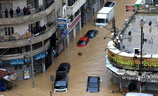 توزيع الدفعة الاولى من تعويضات التجار المتضررين  من فيضانات وسط البلد