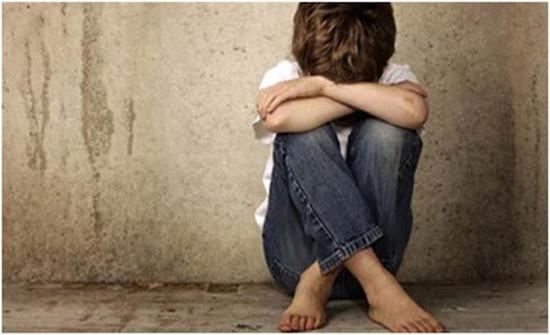 فيديو صادم لطفل يتعرّض للتحرش داخل أحد المنازل في السعودية