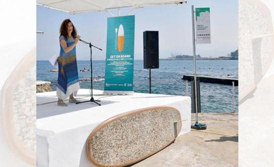 صور : أعقاب السجائر تتحول إلى لوح تجديف لتنظيف البحر في لبنان