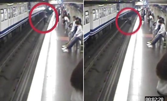بالفيديو :  انشغلت بالجوال حتى وجدت نفسها تحت القطار في اسبانيا
