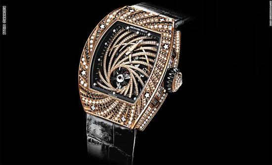 لص يسرق ساعة يد بقيمة 800 ألف دولار في أشهر شوارع باريس
