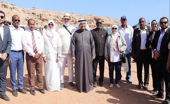 رئيس البرلمان العربي يزور مخيم أبخ للاجئين في جيبوتي