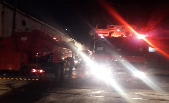 بالصور : إخماد حريق هنجر بالمدينة الصناعية في سحاب