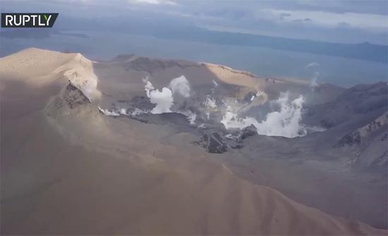 شاهد : لقطات من الجو لبركان تال الثائر