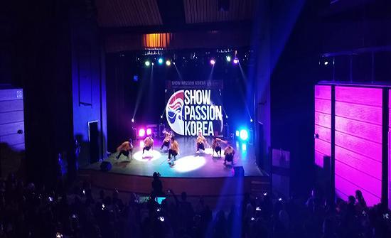 فرقة كورية تحيي حفلا فنيا في مركز الحسين الثقافي
