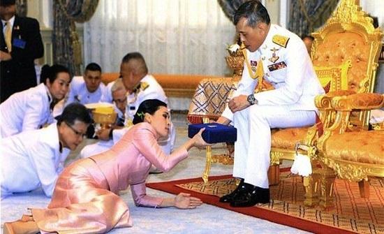 تفاصيل حياة ملك تايلاند