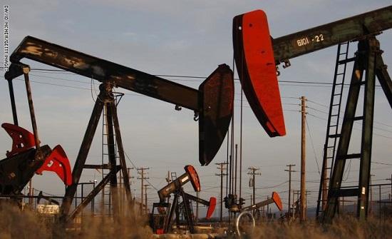 النفط يهبط وسط صعود مخزونات الولايات المتحدة