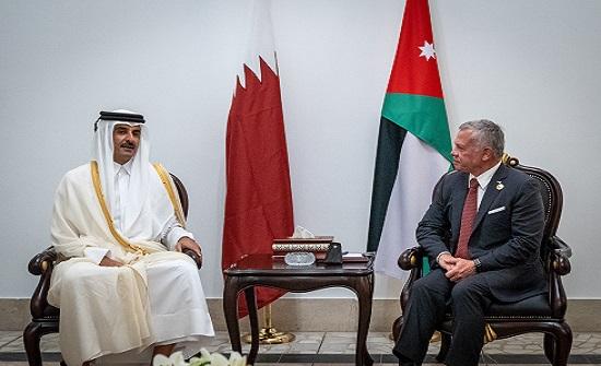 الملك وأمير قطر يبحثان في بغداد العلاقات الثنائية
