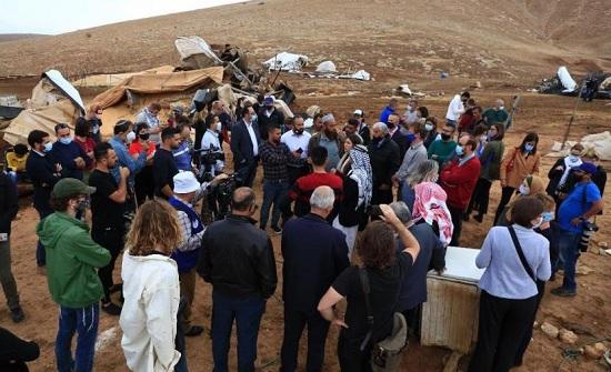 ممثلو الاتحاد الأوروبي في فلسطين يتفقدون خربة حمصة الفوقا بالأغوار الشمالية المحتلة