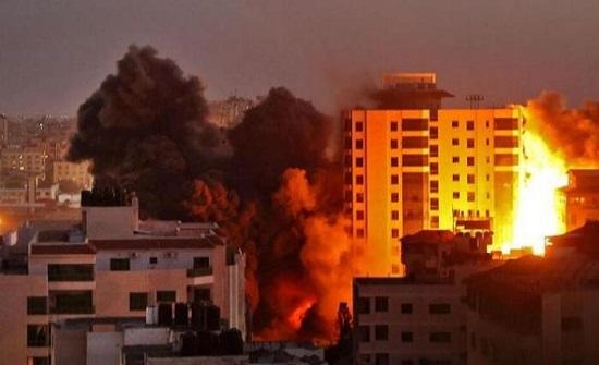 تعرض مبنى الهلال الاحمر الفلسطيني لأضرار جراء القصف شمالي قطاع غزة
