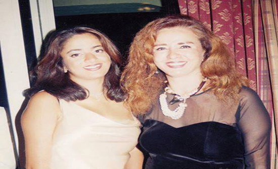 بالصور: في أول ظهور لها.. ابنة نجلاء فتحي تُطل حافية القدمين في مهرجان الجونة