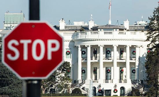 البيت الأبيض يعاقب متحدثا باسمه إثر تهديده صحفية