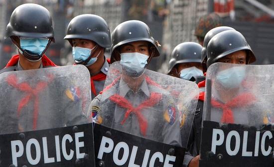 """احتمال الموت.. انقلابيو ميانمار يحذرون """"الشباب المتحمس"""""""