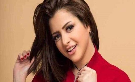 ممثلة مصرية تدافع عن منى فاروق بعد عودتها للساحة الفنية-بالصورة