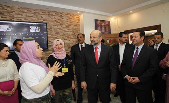 الرزاز يؤكد أهمية معسكرات الحسين لتسليح الشباب بالمهارات اللازمة لدخول سوق العمل