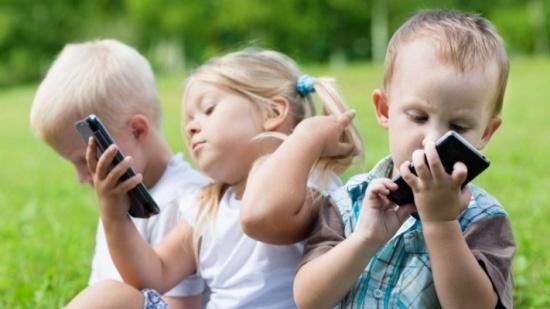 5 طرق لإبعاد الأطفال عن شاشات الأجهزة الذكية