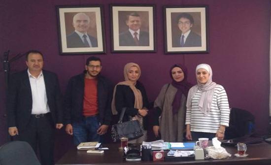جامعة الزرقاء تطلق تطبيقًا الكترونيًا لتوفير الملابس للأسر العفيفة