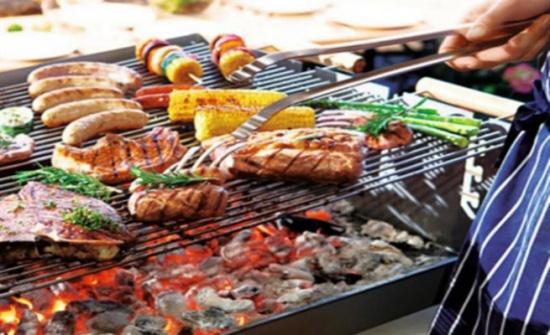 تحذير صحيّ جاد من خطأ شائع أثناء شواء اللحم.. انتبهوا!