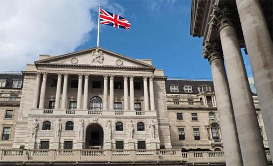 إنجلترا المركزي يرفع القيود على توزيع أرباح البنوك