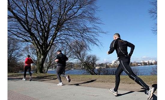 ممارسة الجري على الطرقات ملاذ نجوم الكرة للتغلب على إغلاق الملاعب