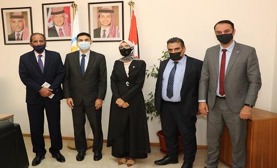 """""""عمان العربية """" و """" الاستقلال"""" تبحثان سبل التعاون الأكاديمي والبحثي المشترك"""