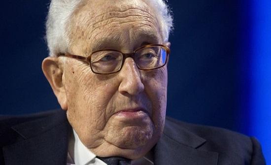 كيسنجر يحذر: بوادر حرب عالمية على الأبواب