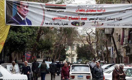 السيسي وحيدا بالانتخابات بعد اعتقال عنان وانسحاب خالد علي