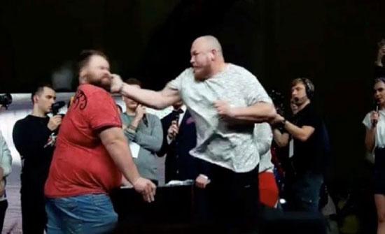 بالفيديو : لحظة سقوط بطل روسيا في مسابقة تبادل الصفعات بالضربة القاضية