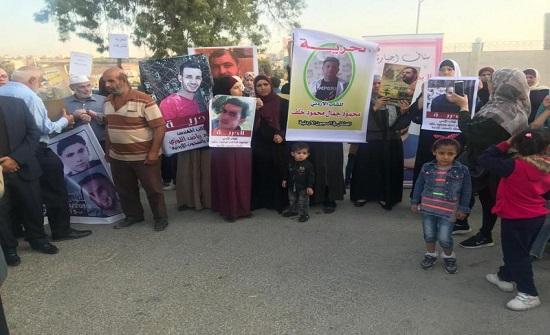 """بالصور : الصفدي يستقبل اهالي اسرى في سجون الاحتلال اعتصموا امام """" الخارجية """""""