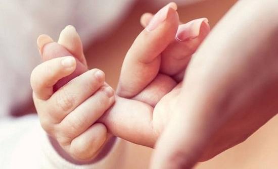 السعودية : صدفة تجمع أم بابنتها بعد 20 عاماً وإحساس الأمومة هو السر
