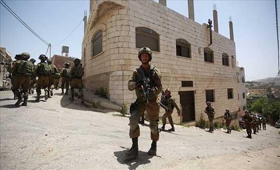 الجيش الإسرائيلي يحاصر بلدة فلسطينية شمالي الضفة .. بالفيديو