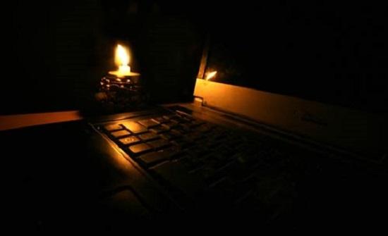 توزيع الكهرباء: العمل على اعادة التيار الكهربائي لقرية رم بعد احتراق المحول